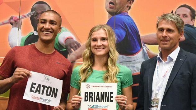 Ředitel mítinku Jan Železný a hvězdný vícebojařský pár Ashton Eaton a jeho manželka Brianne Theisenová-Eatonová.