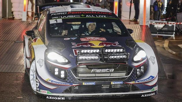 Sébastien Ogier a Julien Ingrassia z Francie na startu Rallye Monte Carlo.