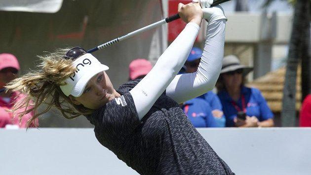 Brooke Hendersonová ovládla turnaj v Oahu.