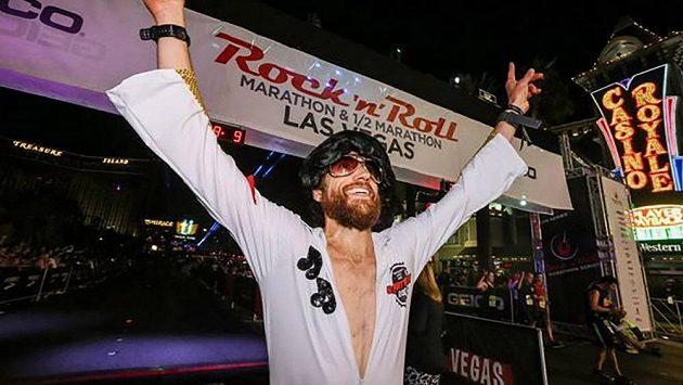 Michael Wardian umí i rock'n'roll - nový světový rekord v Las Vegas.