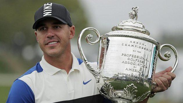 Americký golfista Brooks Koepka obhájil titul na PGA Championship.