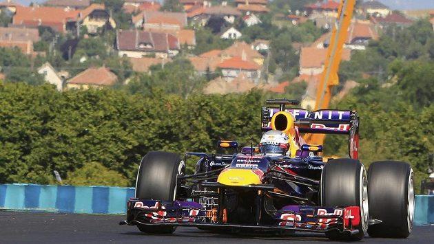 Němec Sebastian Vettel během prvního tréninku na Velkou cenu Maďarska.