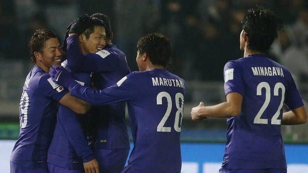 Fotbalisté Sanfrecce Hirošima slaví gól proti Aucklandu City na MS klubů.