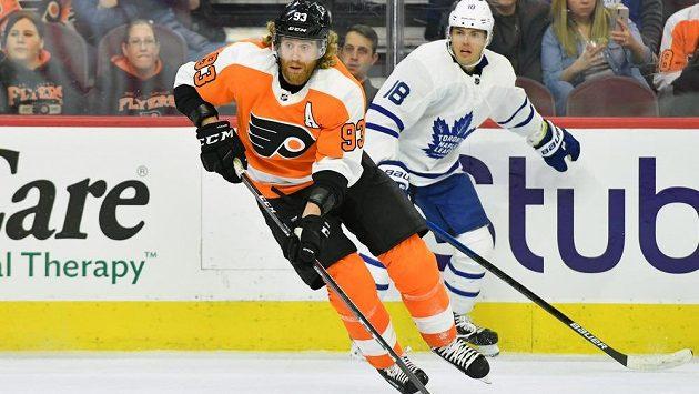 Český útočník Philadelphie Flyers Jakub Voráček v akci během utkání s Torontem.