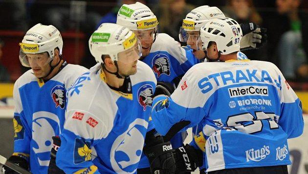 Hráči Plzně se radují z vítězství v Karlových Varech.
