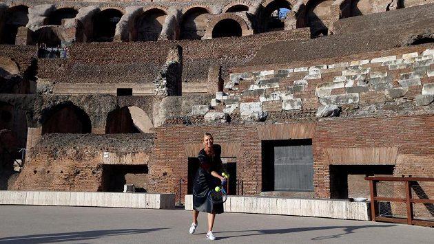 Maria Šarapovová si v Římě zapinkala i v Koloseu.
