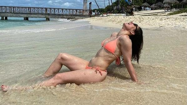 Martina Dubovská na pláži v Karibiku