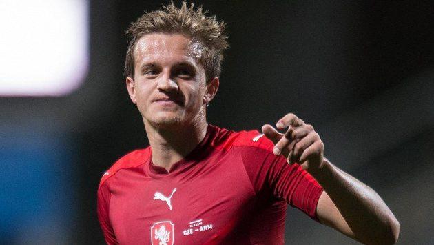 Záložník české reprezentace Jan Kopic oslavuje gól proti Arménii.