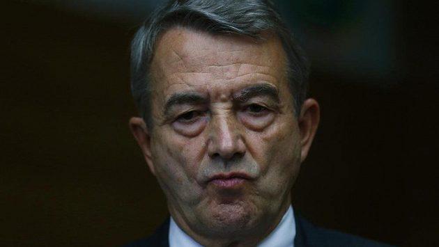Wolfgang Niersbach oznamuje rezignaci na post šéfa Německého fotbalového svazu.