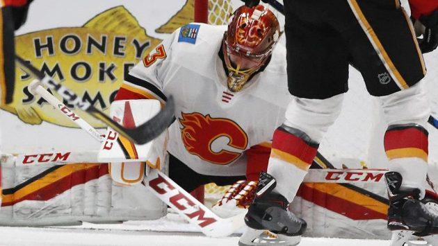 Gólman Calgary David Rittich dostal na ledě Colorada čtyři góly za deset minut.