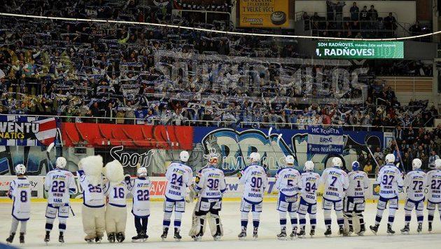 Hokejisté Komety slaví s fanoušky, ilustrační snímek