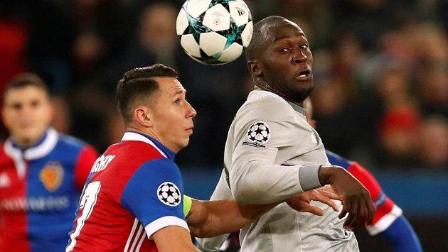FOTBAL ON-LINE: Basilej vposledních sekundách šokovala Manchester! Smír vbitvě gigantů. Chelsea jde dál