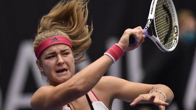 Karolína Muchová v utkání proti Elise Mertensové z Belgie.