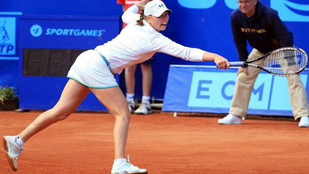 Bývalá světová dvojka Věra Zvonarevová se poprvé po dvou letech zúčastní elitního turnaje WTA Tour.