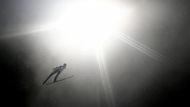 Skokani na lyžích jsou ve vzduchu jako doma. Není divu, že řada hvězd vlastní pilotní průkaz.