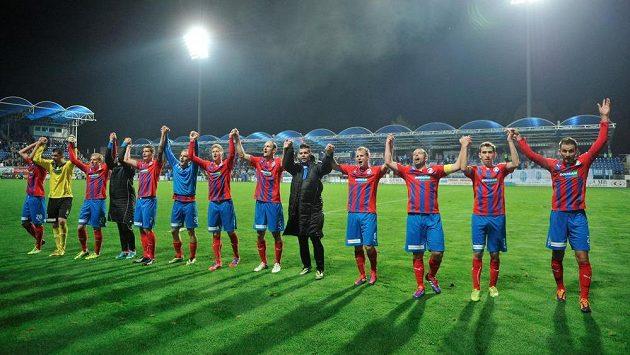 Utkání 14. kola první fotbalové ligy FK Mladá Boleslav - FC Viktoria Plzeň 9. listopadu v Mladé Boleslavi. Hráči Plzně se radují z vítězství.