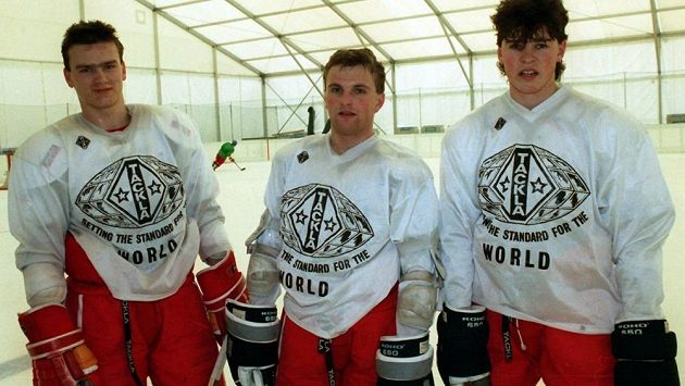 Trio českých hokejových hvězd v roce 1990 - zleva Robert Holík, Robert Reichel a Jaromír Jágr.