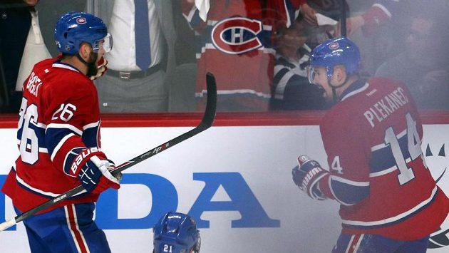 Tomáš Plekanec (vpravo) se raduje společně s obráncem Montrealu Joshem Gorgesem z gólu, který vstřelil do sítě New York Rangers.