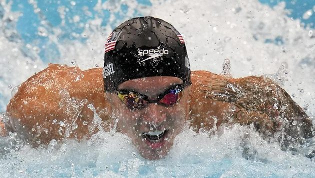 Americký suverén Caeleb Dressel ve finále závodu na 100 m motýlek.