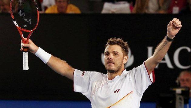 Švýcar Stanislas Wawrinka se raduje z vítězství nad Novakem Djokovičem ze Srbska ve čtvrtfinále Australian Open.