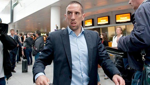 Záložník Bayernu Mnichov Franck Ribéry krátce po příletu do Londýna.