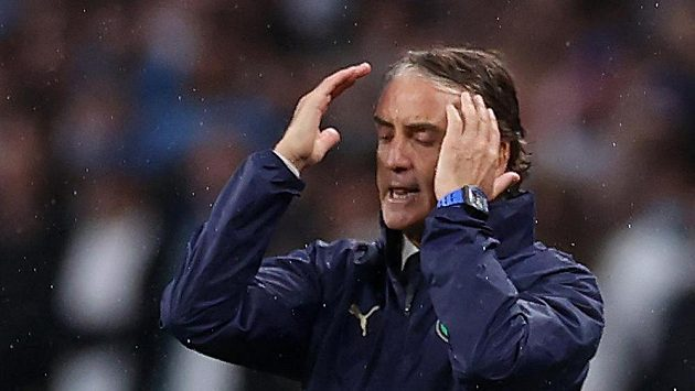 Kouč Italů Roberto Mancini při finále.