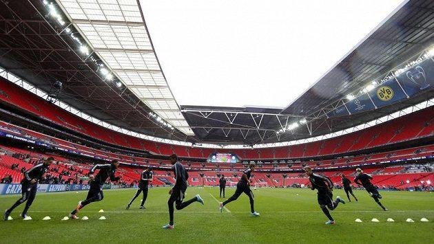 Fotbalisté Bayernu Mnichov si poprvé zatrénovali na londýnském stadiónu Wembley, dějišti finále Ligy mistrů.