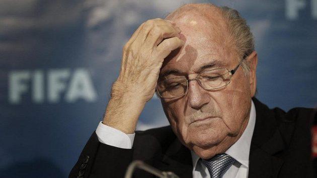 Prezident FIFA Sepp Blatter vypovídal před etickou komisí.