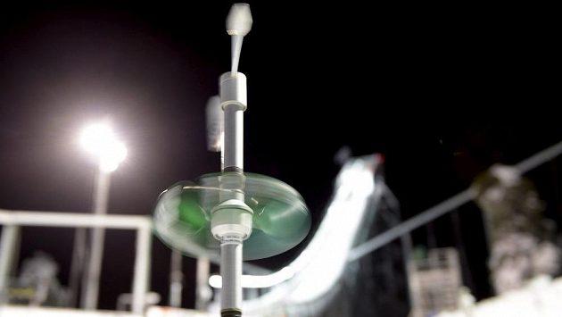 Závod SP skokanů na lyžích v Ruce byl kvůli větru zrušen.