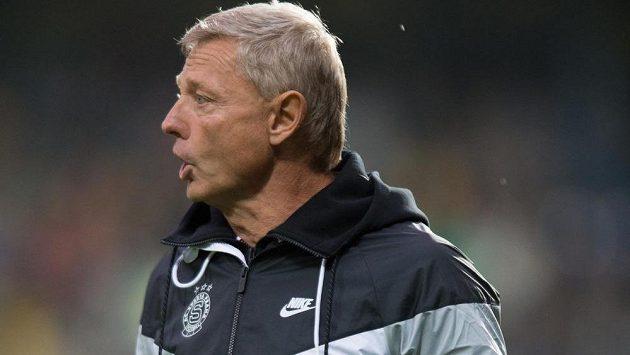 Sparťanský trenér Zdeněk Ščasný během zápasu ve Zlíně.