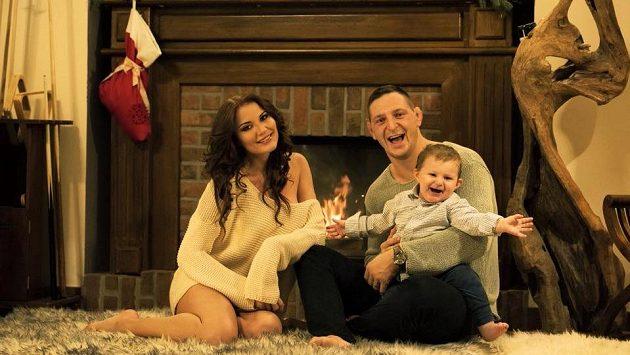Judista Lukáš Krpálek s manželkou Evou a synem Antonínem.