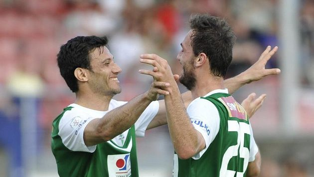 Jablonce se radují z gólu proti Brnu. Zleva Daniel Rossi a autor branky Martin Doležal z Jablonce.