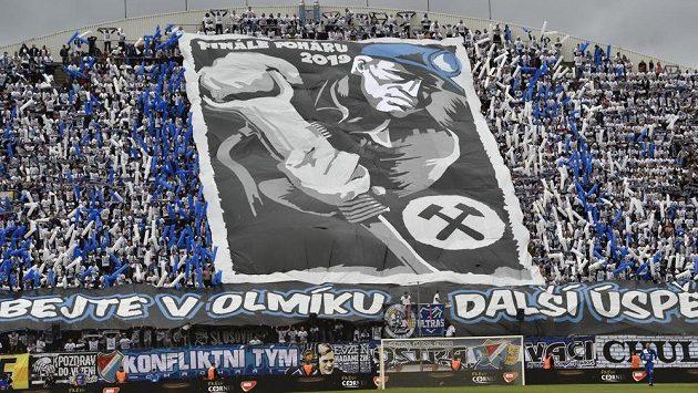 Fanoušci Ostravy se svým choreem během finále MOL Cupu.
