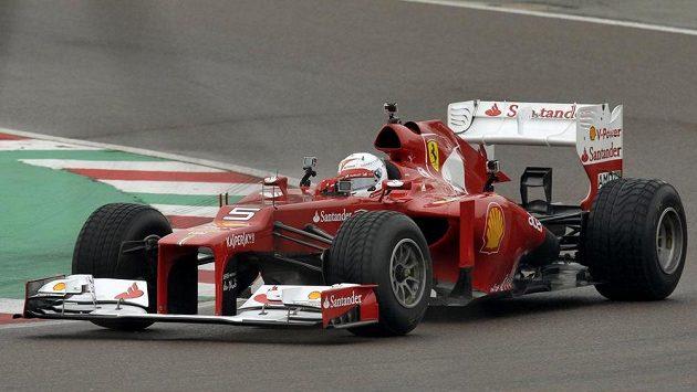 Sebastian Vettel si už na okruhu ve Fioranu vyzkoušel vůz F2012.