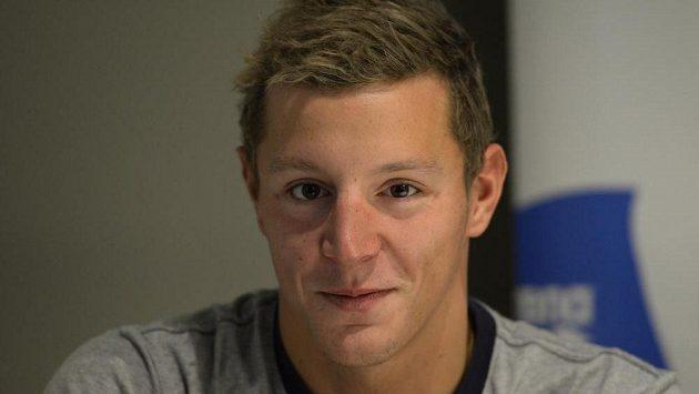 Plavec Jan Micka na tiskové konferenci k mistrovství Evropy v plavání v krátkém bazénu.