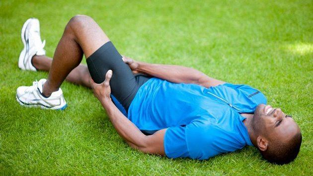 Křeče, kontrakce svalů neovlivnitelné vůlí, bývají velmi bolestivé.