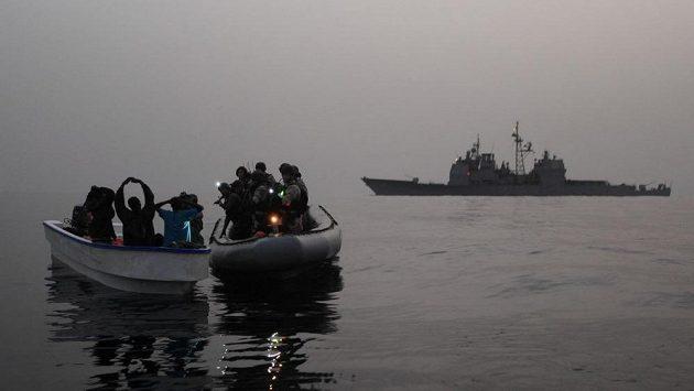 Bojoval třeba i se somálskými piráty. Teď veterán nebezpečně běhá pro děti. (ilustrační foto)