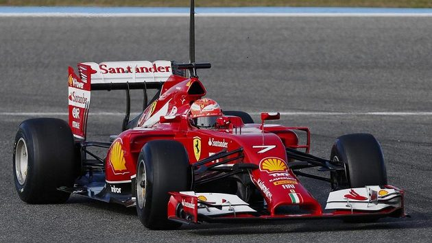 Kimi Raïkkönen s vozem Ferrari při testech v Jerezu.