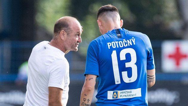 Trenér Slovanu Liberec Pavel Hoftych udílí pokyny Romanu Potočnému (archivní foto)