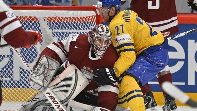 Švédský útočník Patric Hörnqvist způsobil před lotyšskou brankou rozruch