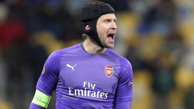 Brankář Arsenalu Petr Čech slavil s Kanonýry výhru v utkání Evropské ligy v Kyjevě proti Poltavě.
