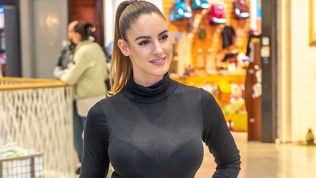 Slovenská fitness modelka Lucia Javorčeková to s fanoušky umí.