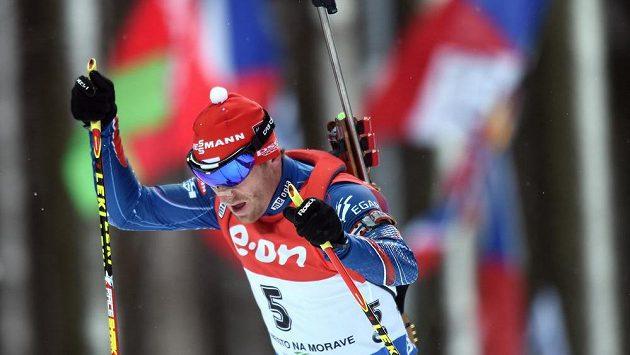 Michal Šlesingr ve stíhacím závodu v rámci SP v biatlonu v Novém Městě na Moravě.