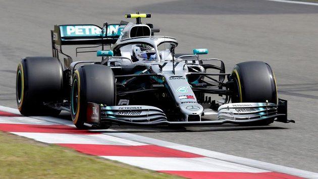 Valtteri Bottas během kvalifikace v Číně.