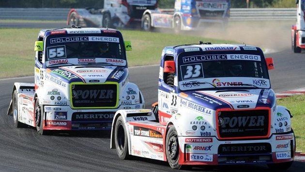 Vítěz druhé jízdy David Vršecký. Vlevo jede Adam Lacko, který skončil na druhém místě.