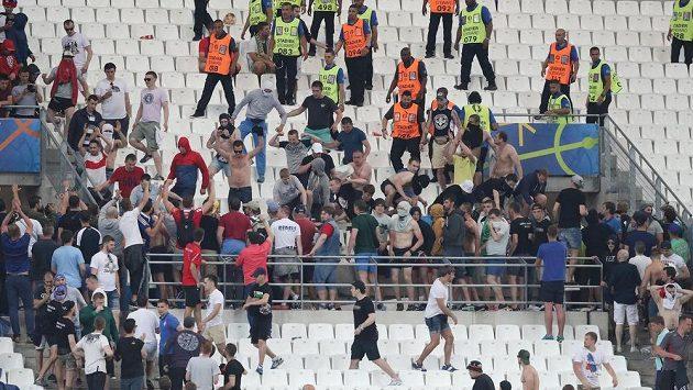 Srocování fanoušků po zápase Anglie - Rusko. Ilustrační snímek.