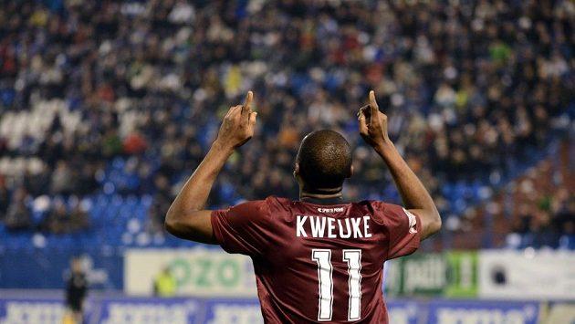 Léonard Kweuke se raduje z gólu proti Ostravě.