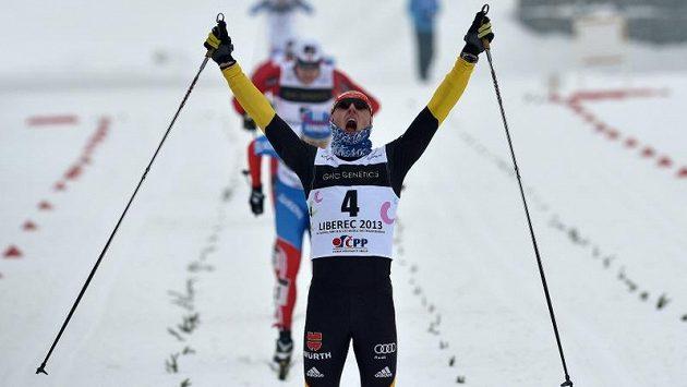 Němec Lennart Metz se raduje z triumfu na MS juniorů v Liberci.