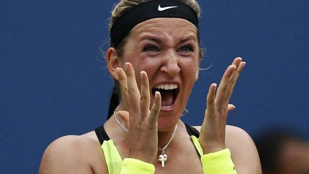 Běloruská tenistka Victoria Azarenková jásá po výhře nad Australankou Samanthou Stosurovou a postupu do semifinále US Open