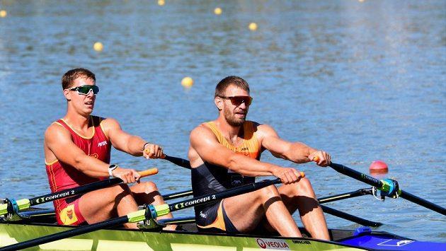 Ondřej Synek (vpravo) a Jakub Podrazil při kontrolních závodech v Račicích.